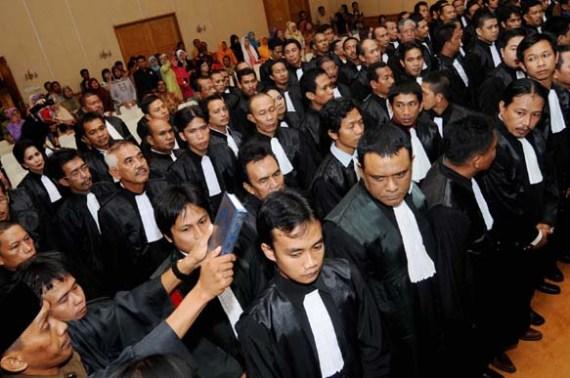 Advokat se-Sulawesi Selatan saat diambil sumpahnya oleh Kongres Advokat Indonesia (KAI) , Makassar, Rabu (16/6).