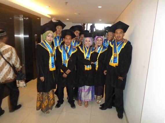 WISUDA UNISFAT 2015